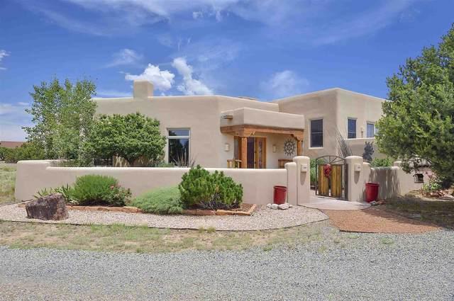 10 Hacienda Ct, Santa Fe, NM 87506 (MLS #202002919) :: Summit Group Real Estate Professionals