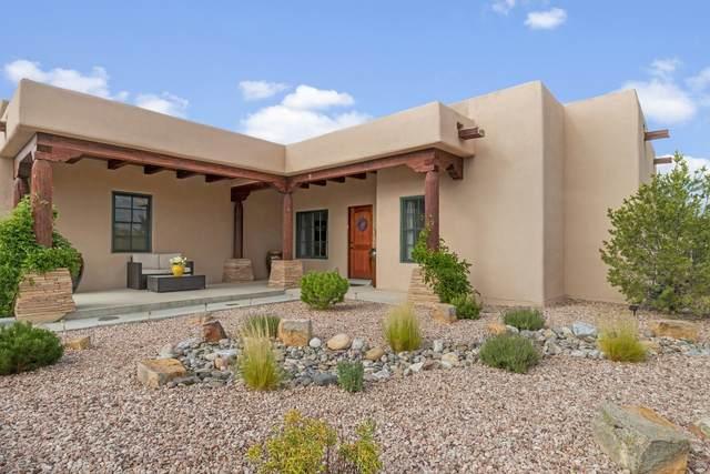 2 Calle Amistosa, Santa Fe, NM 87507 (MLS #202002940) :: The Desmond Hamilton Group