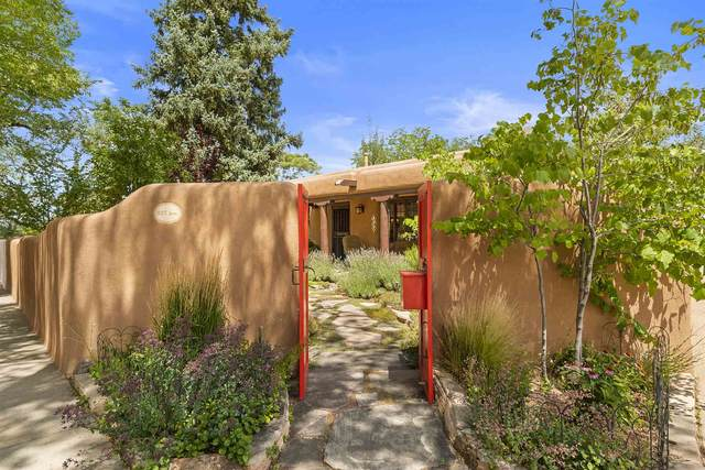325 Sena Street, Santa Fe, NM 87505 (MLS #202002952) :: The Desmond Hamilton Group