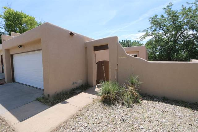 2516 Calle De Rincon Bonito, Santa Fe, NM 87505 (MLS #202003012) :: The Very Best of Santa Fe
