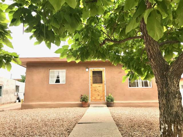 325 Fiesta, Santa Fe, NM 87501 (MLS #202003096) :: The Very Best of Santa Fe