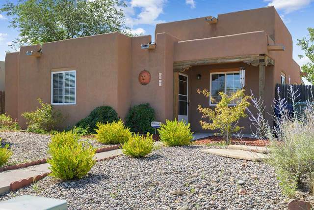 6360 Jaguar Drive, Santa Fe, NM 87507 (MLS #202003101) :: The Desmond Hamilton Group
