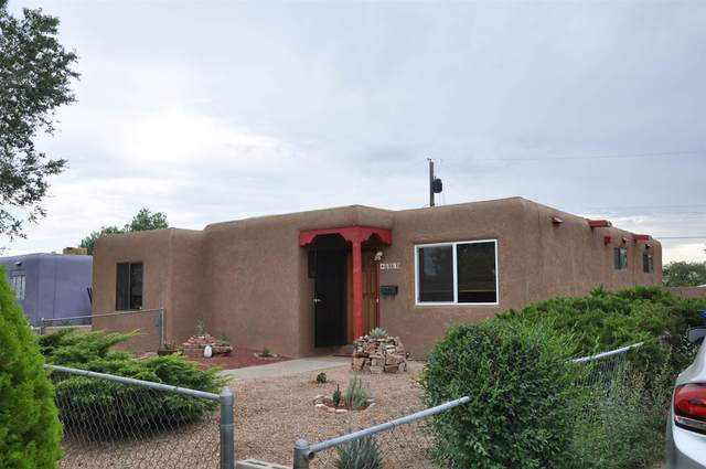 1010 Calle La Resolana, Santa Fe, NM 87507 (MLS #202003108) :: The Desmond Hamilton Group