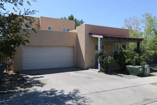 7012 Camino Rojo, Santa Fe, NM 87507 (MLS #202003113) :: The Desmond Hamilton Group