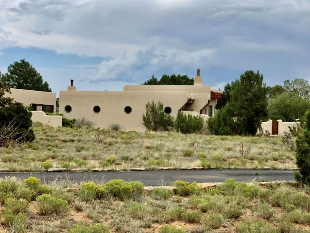 33 Herrada Rd, Santa Fe, NM 87508 (MLS #202003184) :: Berkshire Hathaway HomeServices Santa Fe Real Estate