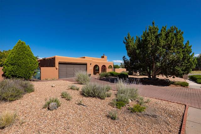 2500 Calle Delfino, Santa Fe, NM 87505 (MLS #202003263) :: Summit Group Real Estate Professionals