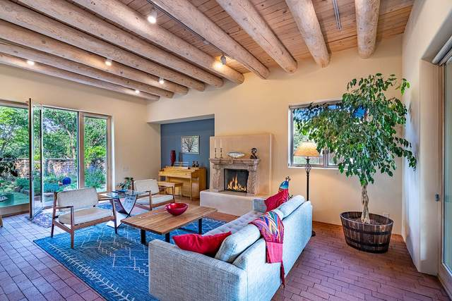 976 Paseo Del Sur, Santa Fe, NM 87501 (MLS #202003492) :: Summit Group Real Estate Professionals