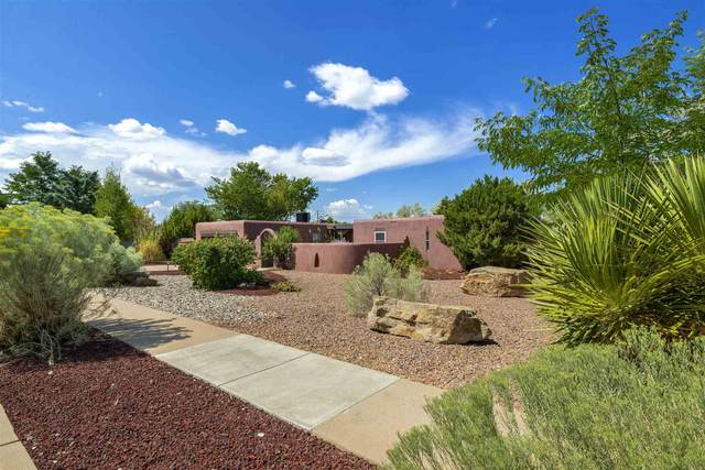 2590 Avenida De Isidro, Santa Fe, NM 87505 (MLS #202003628) :: Berkshire Hathaway HomeServices Santa Fe Real Estate