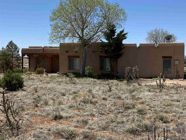 2 Lujo Place, Santa Fe, NM 87508 (MLS #202003646) :: Berkshire Hathaway HomeServices Santa Fe Real Estate