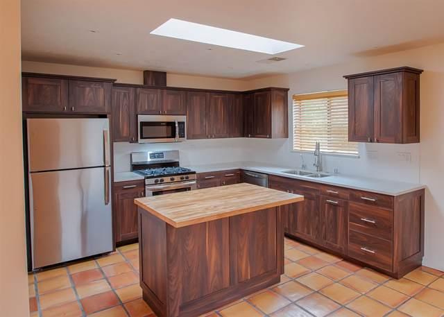323 Villeros, Santa Fe, NM 87501 (MLS #202003783) :: Berkshire Hathaway HomeServices Santa Fe Real Estate