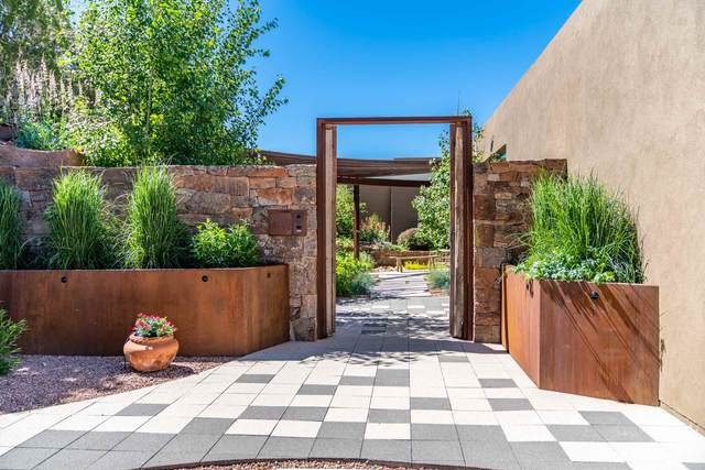 720 Canada Ancha, Santa Fe, NM 87501 (MLS #202003917) :: Berkshire Hathaway HomeServices Santa Fe Real Estate