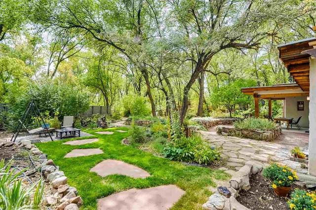 2 Camino Pequeno, Santa Fe, NM 87501 (MLS #202003922) :: The Desmond Hamilton Group