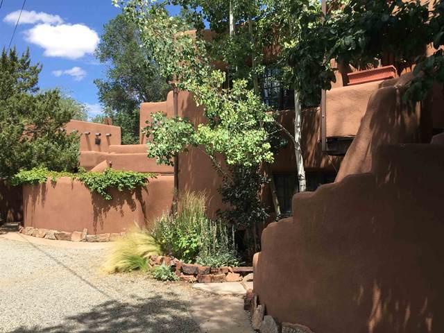 632 Old Santa Fe Trl #3, Santa Fe, NM 87505 (MLS #202003944) :: Berkshire Hathaway HomeServices Santa Fe Real Estate