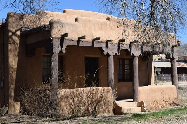 106 De Teves Lane, Taos, NM 87571 (MLS #202003954) :: The Very Best of Santa Fe