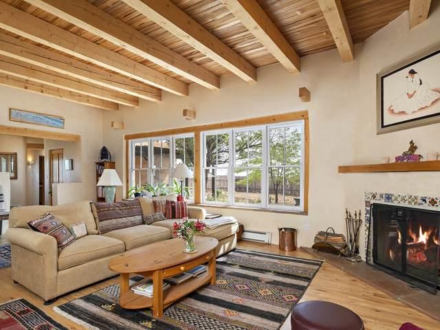 6 Sierra Lavanda, Santa Fe, NM 87507 (MLS #202004008) :: Summit Group Real Estate Professionals