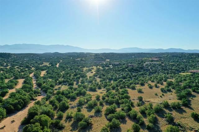 28 Camino Ladera, Santa Fe, NM 87506 (MLS #202004107) :: Summit Group Real Estate Professionals
