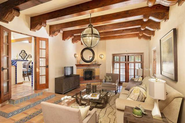 533 Calle Lucero, Santa Fe, NM 87505 (MLS #202004108) :: Summit Group Real Estate Professionals