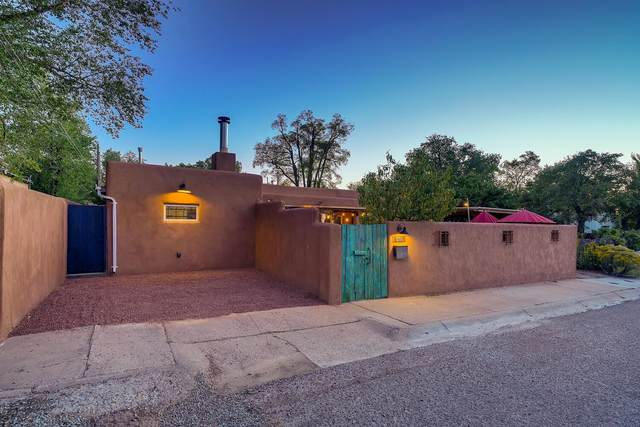 336 Don Cubero Place, Santa Fe, NM 87505 (MLS #202004170) :: Summit Group Real Estate Professionals