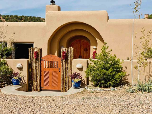 2108 Senda De Daniel, Santa Fe, NM 87501 (MLS #202004233) :: Summit Group Real Estate Professionals