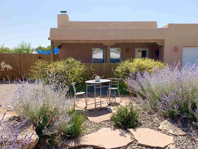 997 Calle Carmilita, Santa Fe, NM 87507 (MLS #202004256) :: Summit Group Real Estate Professionals