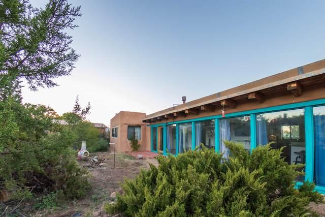 11 La Venida, Santa Fe, NM 87506 (MLS #202004358) :: Summit Group Real Estate Professionals