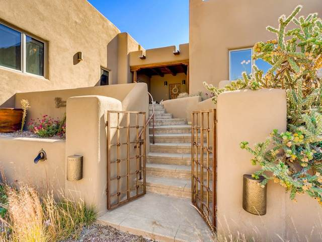 10 Camino Botanica, Santa Fe, NM 87507 (MLS #202004402) :: Stephanie Hamilton Real Estate