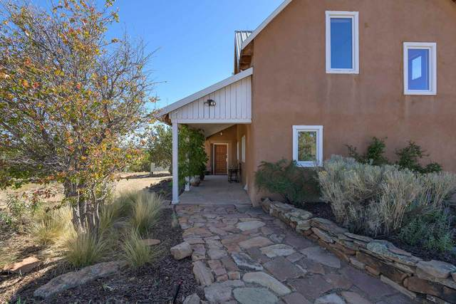 31 Vista Calabasas, Santa Fe, NM 87506 (MLS #202004444) :: Summit Group Real Estate Professionals