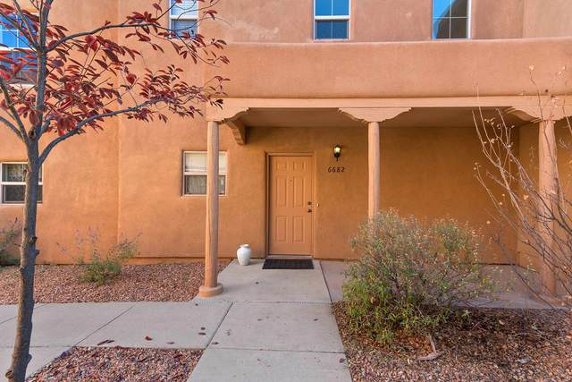 6682 Jaguar Dr, Santa Fe, NM 87507 (MLS #202004531) :: Summit Group Real Estate Professionals