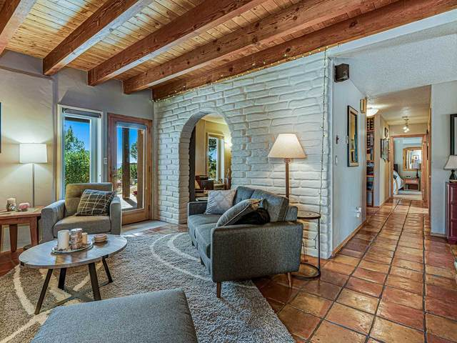 2 Moya Loop, Santa Fe, NM 87508 (MLS #202004577) :: Summit Group Real Estate Professionals