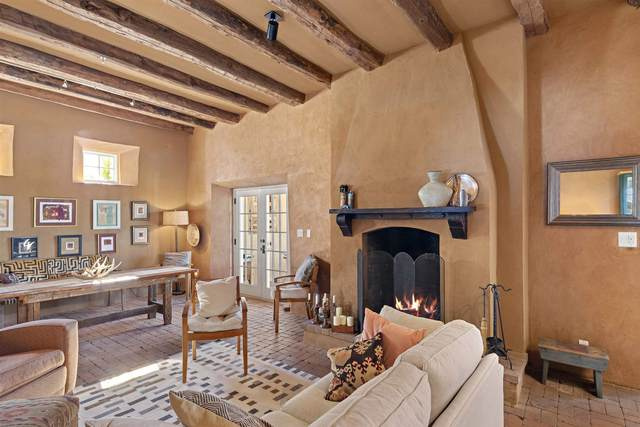 36 Vereda Serena, Santa Fe, NM 87508 (MLS #202004698) :: Summit Group Real Estate Professionals