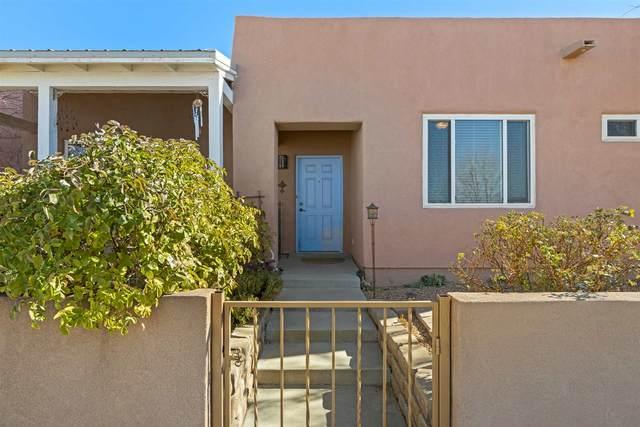 4 Kimberli Court, Santa Fe, NM 87508 (MLS #202005013) :: Summit Group Real Estate Professionals