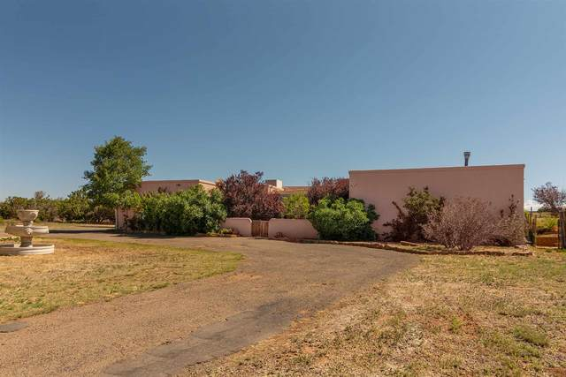 16 N Chamisa, Santa Fe, NM 87508 (MLS #202005204) :: The Very Best of Santa Fe