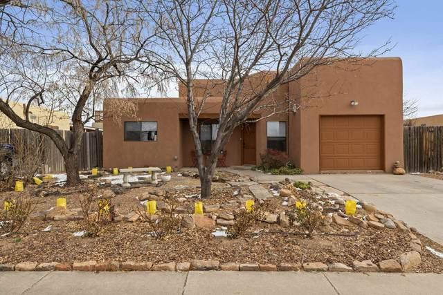 981 Calle Carmilita, Santa Fe, NM 87505 (MLS #202100175) :: Berkshire Hathaway HomeServices Santa Fe Real Estate