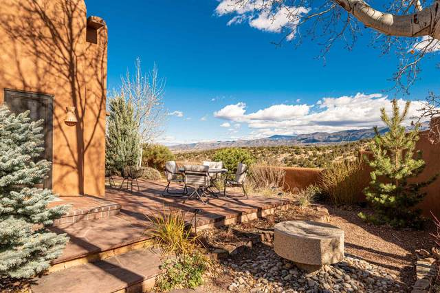 4 Avenida De La Scala, Santa Fe, NM 87506 (MLS #202100234) :: Berkshire Hathaway HomeServices Santa Fe Real Estate