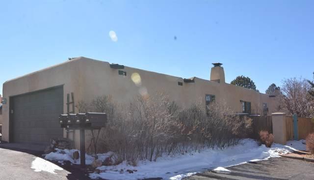 2976 Plaza Azul, Santa Fe, NM 87507 (MLS #202100607) :: Neil Lyon Group | Sotheby's International Realty