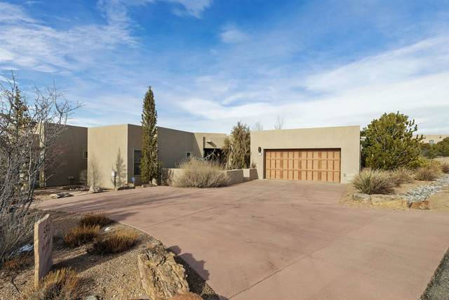 554 Via Arista, Santa Fe, NM 87506 (MLS #202100620) :: Stephanie Hamilton Real Estate