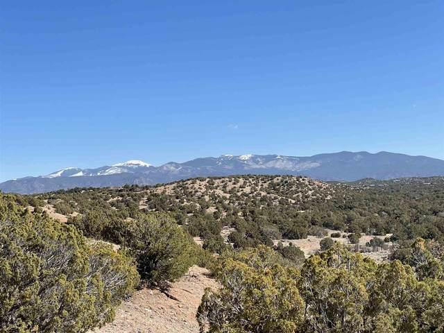 82 B Paseo De La Tierra, Santa Fe, NM 87506 (MLS #202100805) :: Neil Lyon Group | Sotheby's International Realty