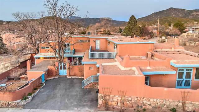 415 Camino Delora, Santa Fe, NM 87505 (MLS #202101164) :: Stephanie Hamilton Real Estate