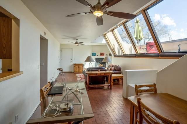 814 Camino De Monte Rey #111, Santa Fe, NM 87505 (MLS #202101367) :: Neil Lyon Group | Sotheby's International Realty