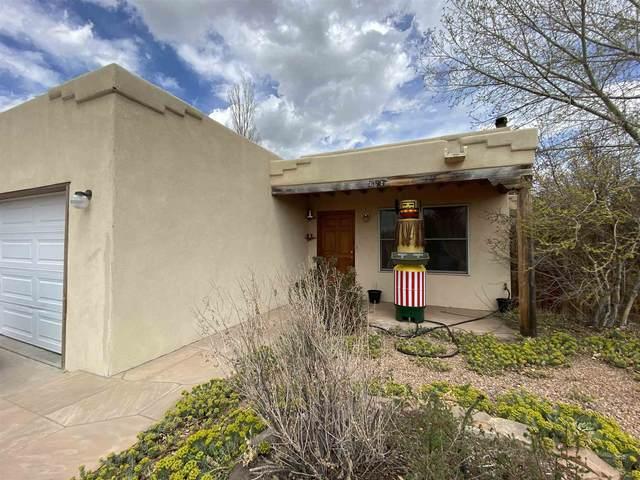 3258 Nizhoni, Santa Fe, NM 87507 (MLS #202101467) :: The Very Best of Santa Fe