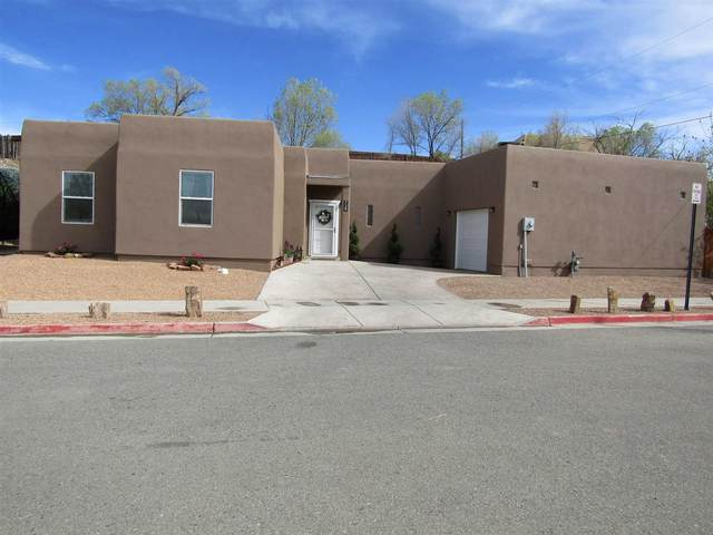 729 Calle Beatrice, Santa Fe, NM 87501 (MLS #202101737) :: Summit Group Real Estate Professionals