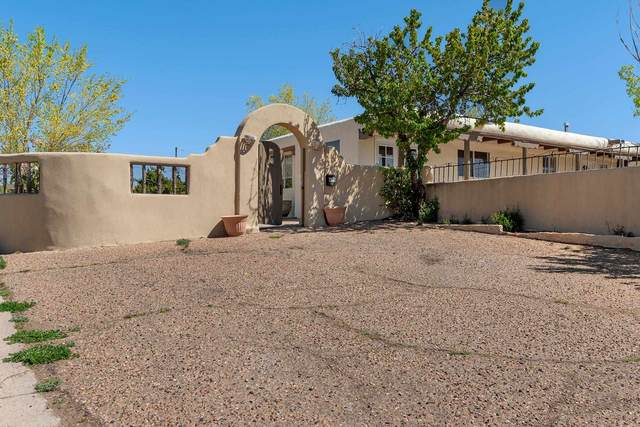 989 Avenida De Las Campanas, Santa Fe, NM 87507 (MLS #202101779) :: Neil Lyon Group | Sotheby's International Realty