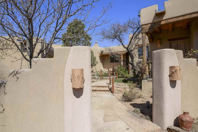 157 Sunflower Dr, Santa Fe, NM 87506 (MLS #202101781) :: Summit Group Real Estate Professionals