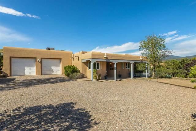 958 Santo Nino Place, Santa Fe, NM 87501 (MLS #202101877) :: Stephanie Hamilton Real Estate