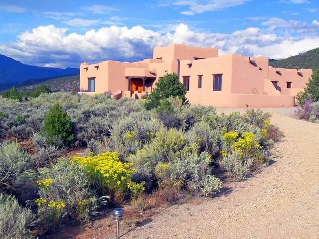 828 Espinoza, Taos, NM 87571 (MLS #202101961) :: Summit Group Real Estate Professionals