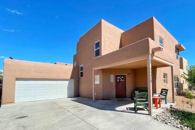 7220 Vuelta De La Luz, Santa Fe, NM 87507 (MLS #202102010) :: Neil Lyon Group | Sotheby's International Realty