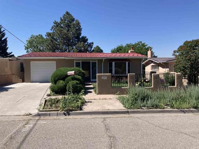 297 Lomita Street, Santa Fe, NM 87505 (MLS #202102444) :: Summit Group Real Estate Professionals