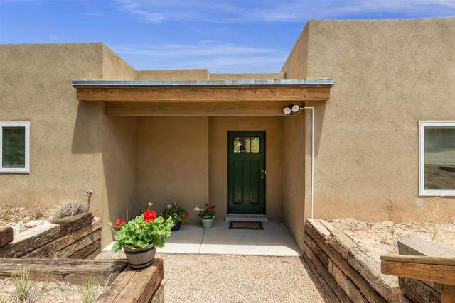 111 E Barcelona Road, Santa Fe, NM 87505 (MLS #202102557) :: Berkshire Hathaway HomeServices Santa Fe Real Estate