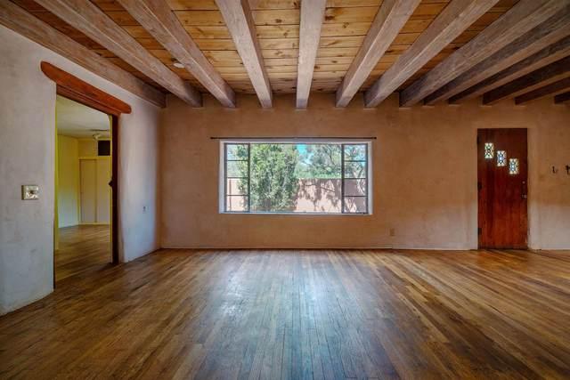 112 Mesa Verde, Santa Fe, NM 87501 (MLS #202102787) :: The Very Best of Santa Fe