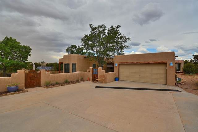 16 Tarro, Santa Fe, NM 87508 (MLS #202103057) :: Summit Group Real Estate Professionals